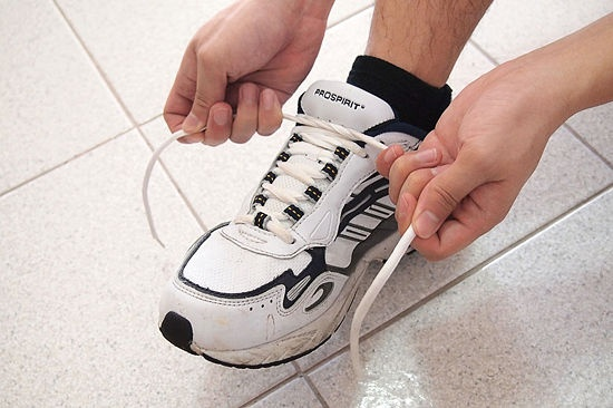 How to Tie Your Shoes: 23 steps (with pictures) - wikiHow