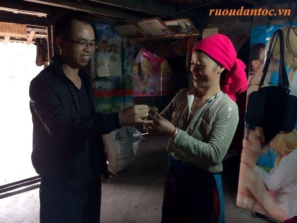 Người dân tộc Mông rất mến khách