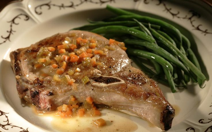 Pork chops with wine sauce | Recipe