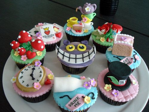 alice and wonderland cupcakes...so fun