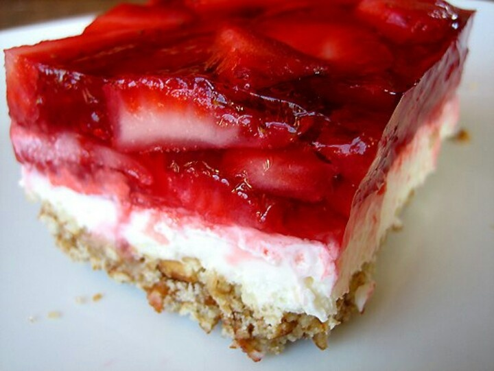 Strawberry pretzel cheesecake | food | Pinterest