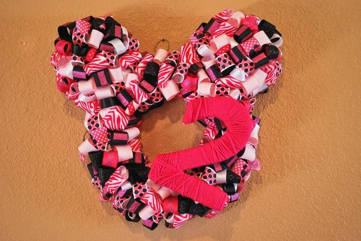 DIY Minnie Mouse Birthday Wreath | Creative hearts | Pinterest