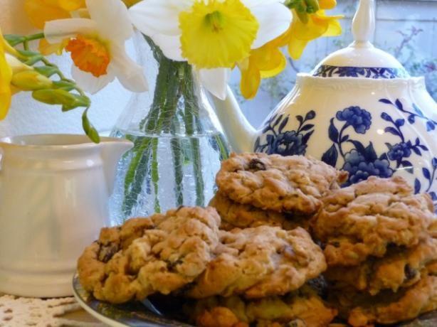 Irish Oatmeal Cookies With Raisins and Walnuts | Recipe