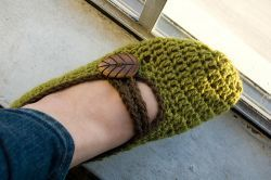 Crocheted Mary-Jane slippers | The little house by the sea