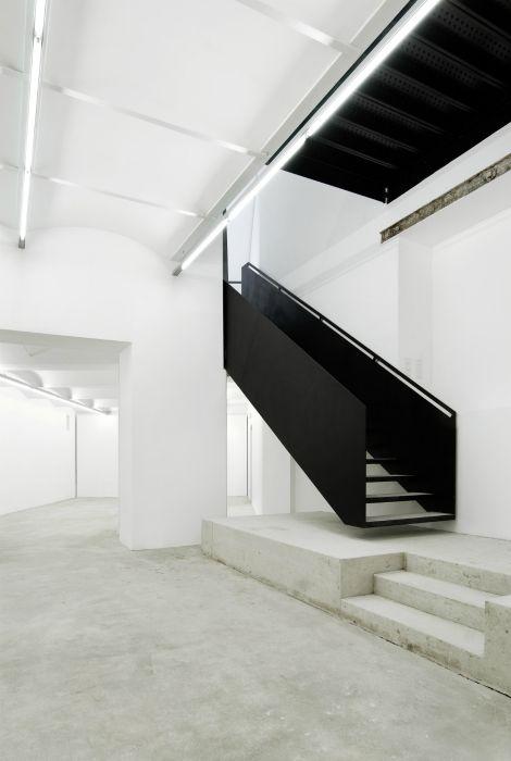 Деревянная угловая лестница