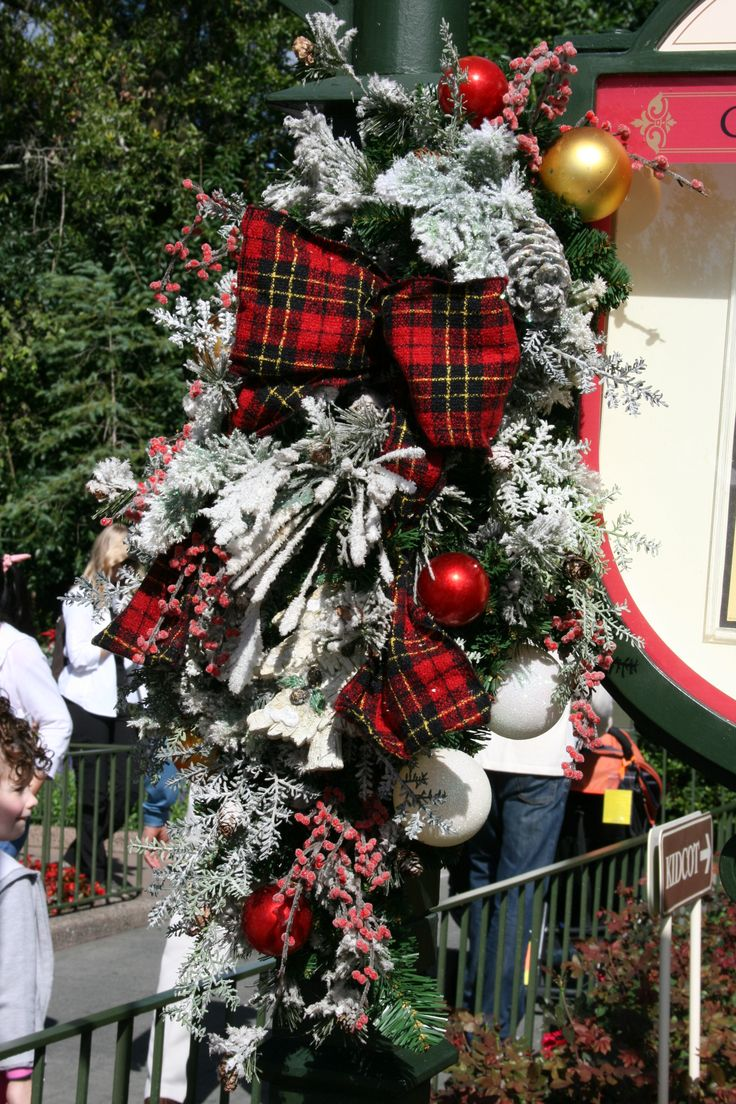 Christmas decorations for canada disney pinterest for Pinterest christmas decorations for the home