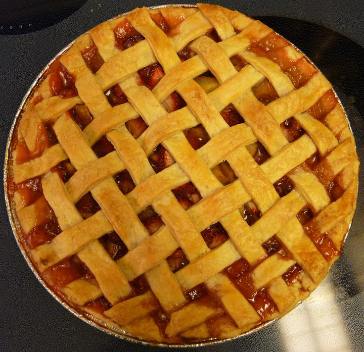 Strawberry rhubarb pie with lattice top. | Sweet tooth | Pinterest
