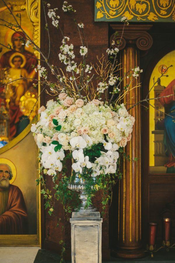 Centro con orquídeas para iglesia