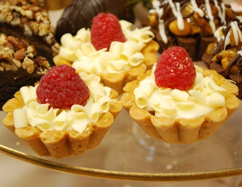 White Chocolate Raspberry Tarts!! | [Sweet Tooth Alley] | Pinterest