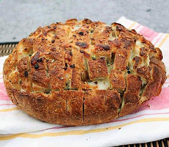 Pull-Apart Spicy Cheese Bread | Delish!! | Pinterest