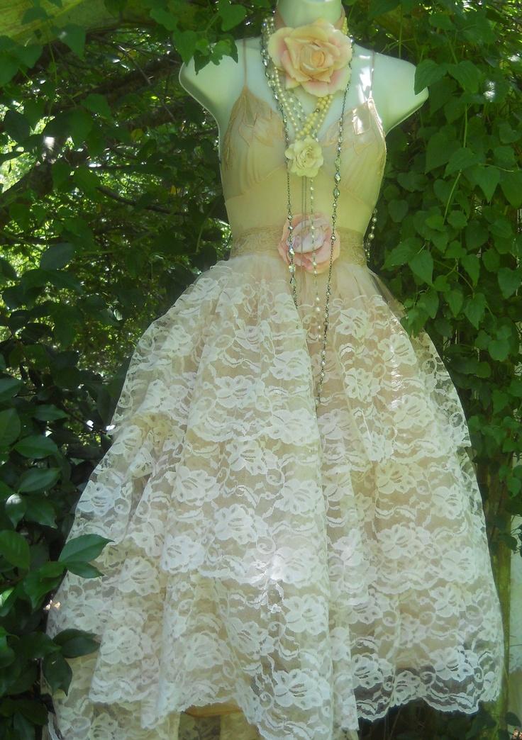 Scoop chapel train appliques ruched wedding cream wedding dress