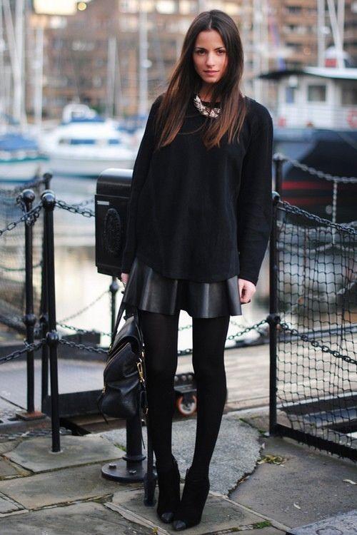 黒セーターとスカート着こなし画像