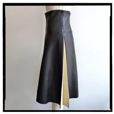 Not even the height-of-summer heat can put me off this amazing high-waisted skirt with two-tone pleats from #CalvinKlein Fall 2012. It's a totally new take on the black leather skirt.