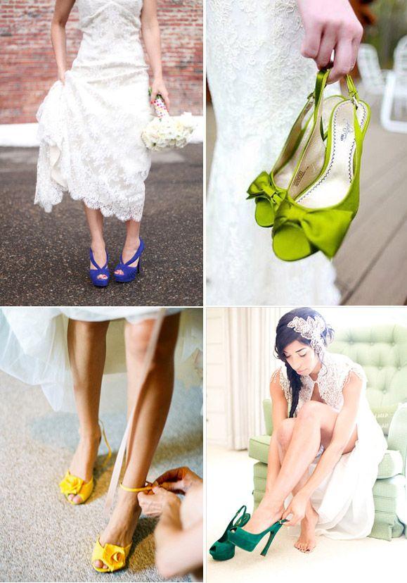Zapatos de novia verdes, amarillo y morados.