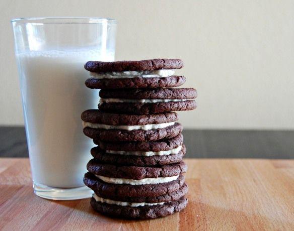 ... made oreos [ http://wee-eats.com/2011/09/06/fauxreos/ ] #oreo #baking
