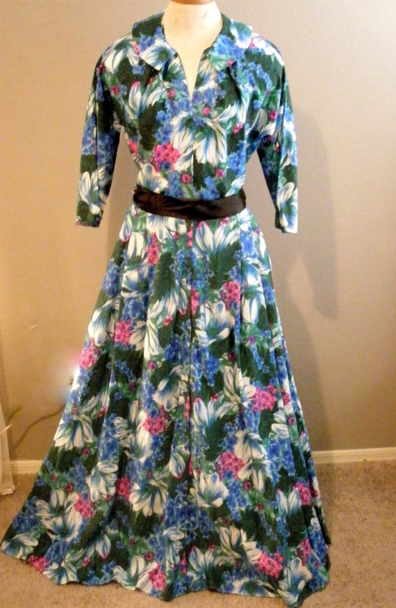 1950s Vintage Floral Dressing Gown Maxan by SweetRepeatVintage,