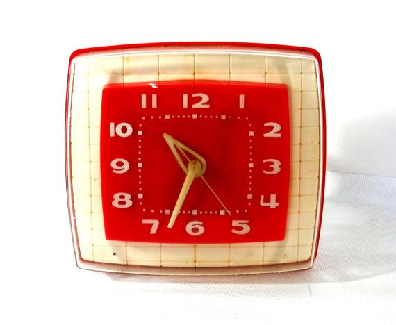 Vintage Kitchen Clock 1950 39 S Red And White Plastic