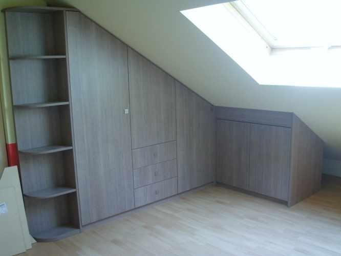 Slaapkamer Ideeen Schuine Wanden : kast onder schuine muur Interieur ...