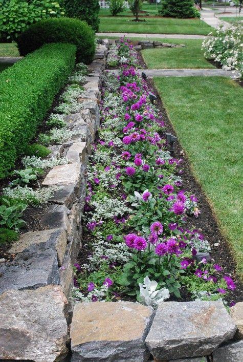 Hedge rock wall flower bed house ideas pinterest for Rock flower bed ideas