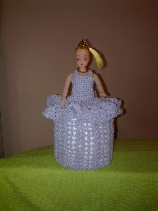 ... higienico en crochet / doll useful to cover toilet paper in crochet