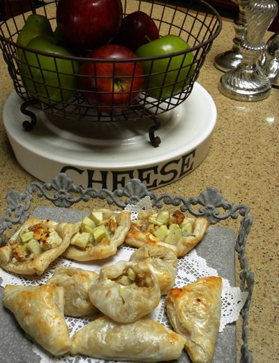 Apple, Walnut, Gorgonzola tarts | Appetizers, dips, snacks... | Pinte ...