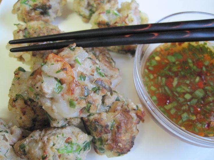 Dukan PP - Asian turkey/pork and shrimp meatballs with dipping sauce ...