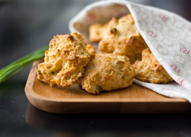 Super Easy Cheddar Chive Biscuits   A Zesty Bite (Recipes)   Pinterest