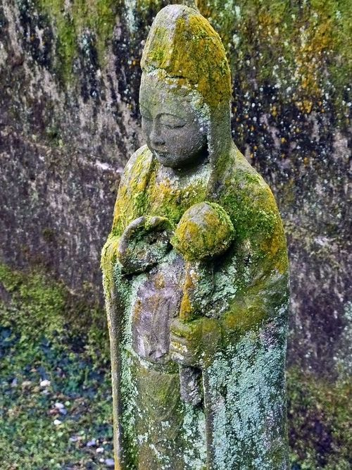 Kannon in green. Tokeiji (東慶寺) Kamakura, Japan.