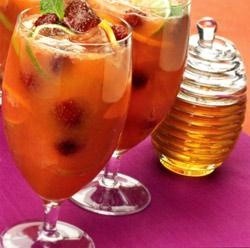 Sparkling Honey Fruit Spritzer | I'll Drink to That | Pinterest