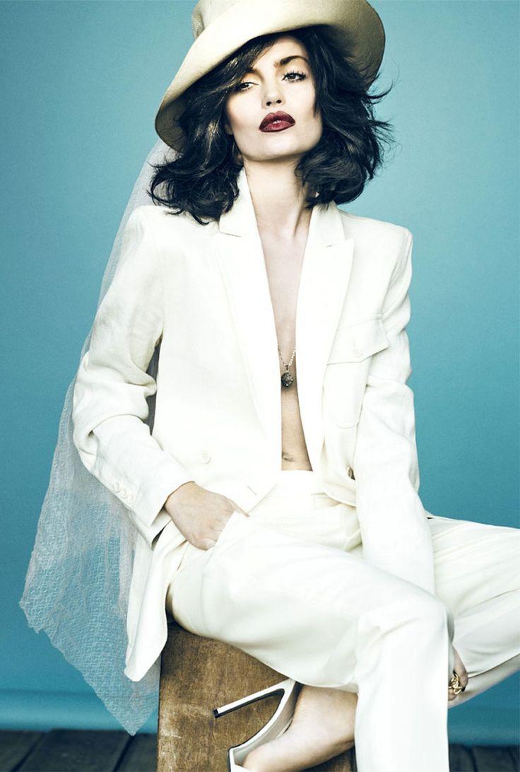 «Вечный музы» Elle Дании мая 2013 года Сигне ...