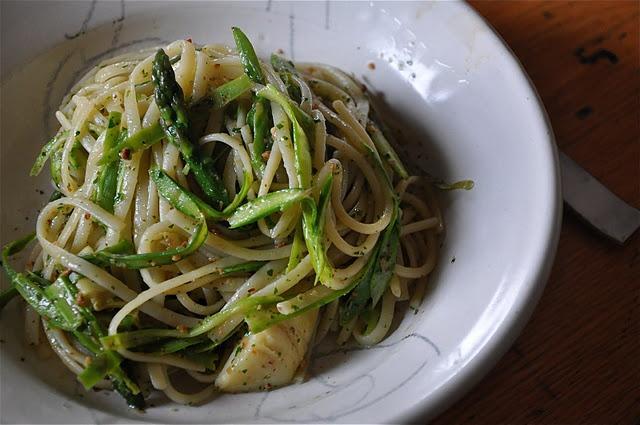 Pasta with pesto, asparagus, and artichoke.