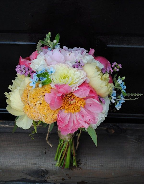 A Beauitful Full Country Wedding Bouquet