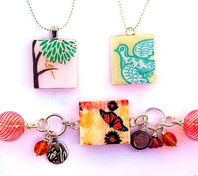 Scrabble tile pendants. I love the way these look.