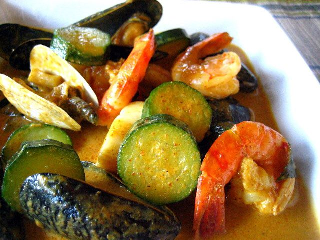 Thai Yellow Curry with Seafood Recipe - This dish is so simple to create and takes no more than 30 minutes, but it's bursting with vivid and intense flavors. The zucchini is simply healthy and adds the much needed vitamins; plus this recipe just goes so well with steamed white rice. This is my absolute favorite Thai dish. #curry #thai #30-minutemeals