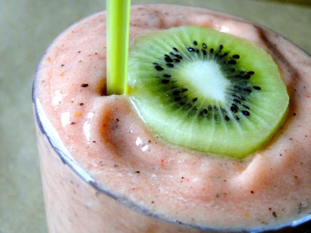 Strawberry-Kiwi Smoothie : 2 kiwis, peeled and chopped 6-7 ...