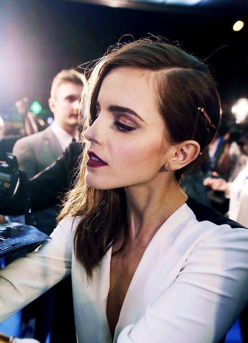 Emma Watson donning burgundy lips // #beauty #burgundylips #celebritymakeup