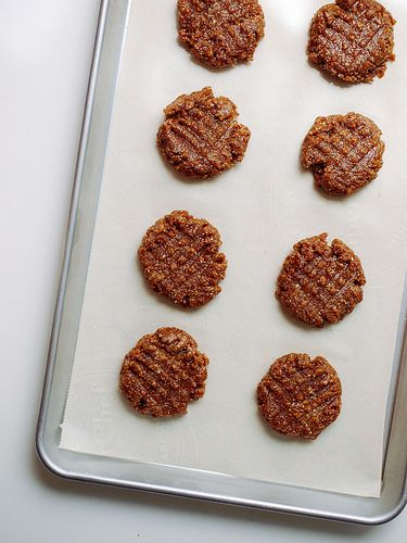 almond butter lace cookies made with four ingredients