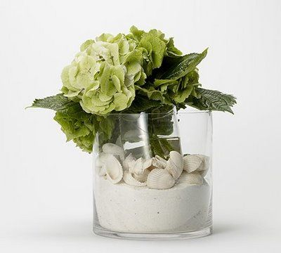 simple and elegant beach-themed  centerpiece