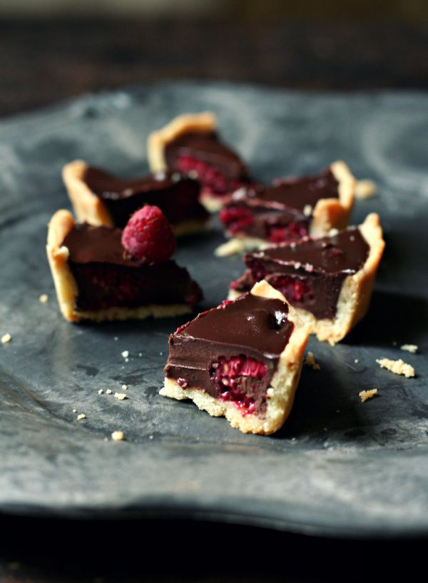 Raspberries Tartlet with Pistachios Chocolate Ganache. This recipe is ...