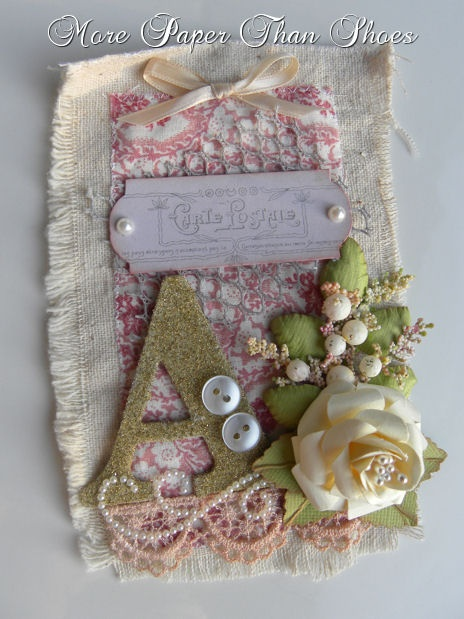Fabric tag using deiffernt types of materials. #altered #Art #Fabirc #DIY #Crafts #Scrapbooking #Tags