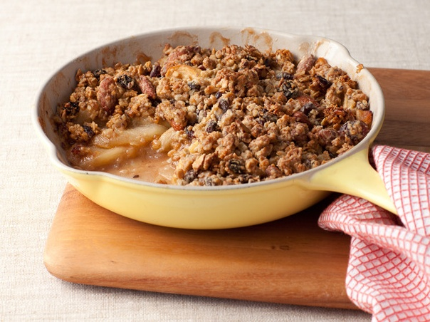 Skillet Apple Granola Crisp - this sounds amazing! Can't wait to make ...