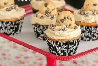 WHITE CHOCOLATE CUPCAKES WITH COOKIE DOUGH FROSTING RECIPE FROM PICKY ...