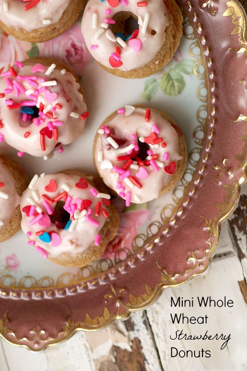 Mini Whole Wheat Strawberry Donuts | The Realistic Nutritionist