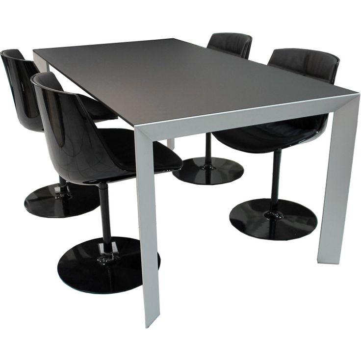 Stół i krzesła wykonane w technologii Nano-Tech