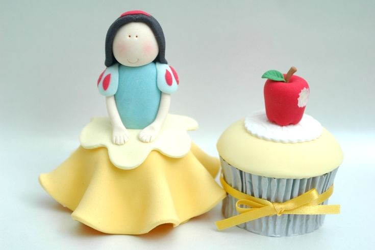 Snow white cupcake