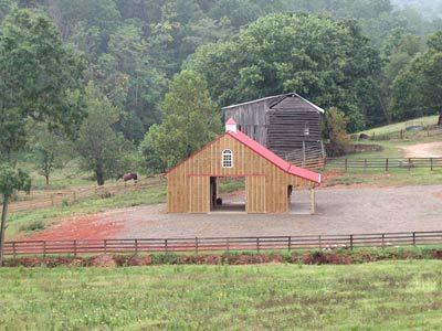 Small horse barn designs horse barn for Small barn ideas