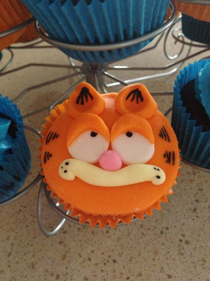 Garfield cupcakes | Let Them Eat Cake | Pinterest