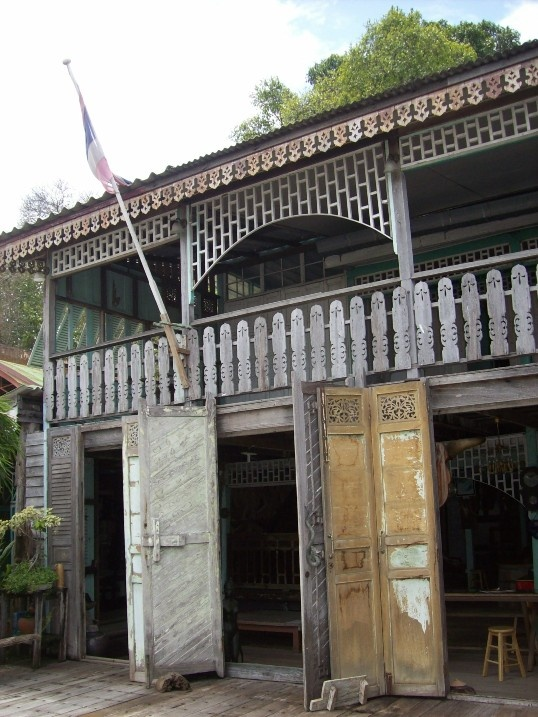 Pin by neil hawke on thai house pinterest for Thai classic house 2 patong