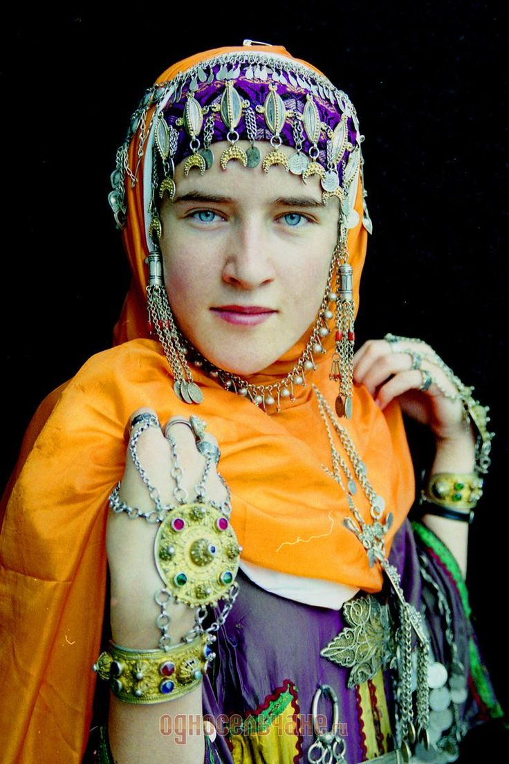 Young caucasian girl balkhar region dagestan caucasus mountains
