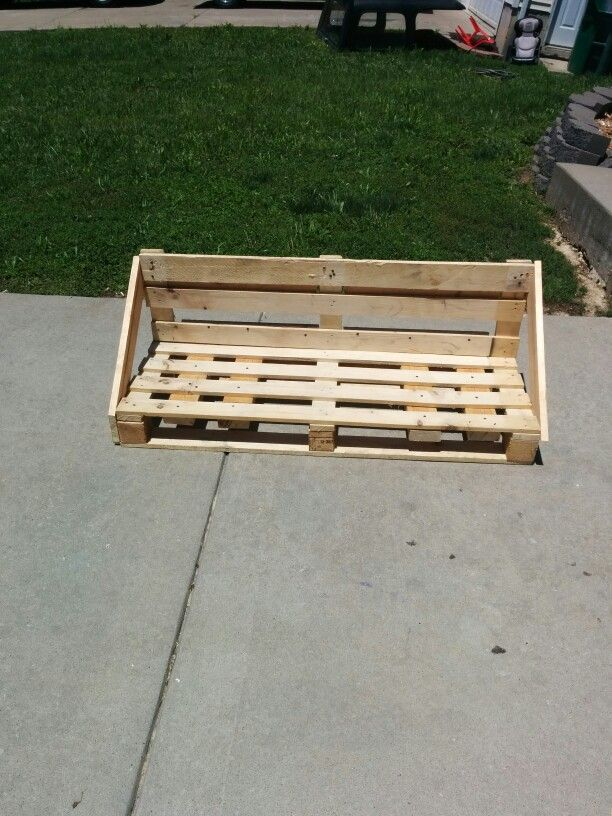 Pallet porch swing diy crafts that i love pinterest for How to make a pallet porch swing